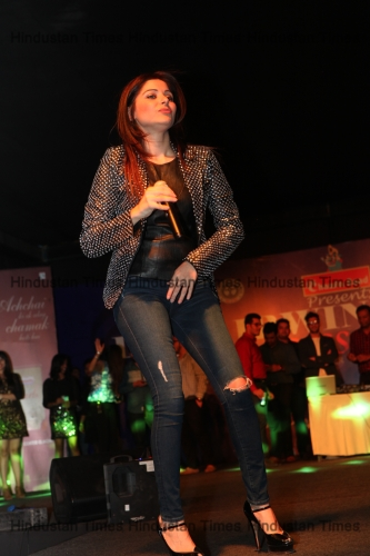 Singer Kanika Kapoor Live Concert At Lady Irwin College Fest