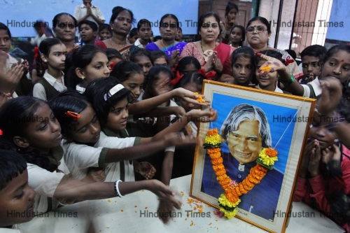 School Students Pay Tribute To Dr. APJ Abdul Kalam On His 2nd Death Anniversary