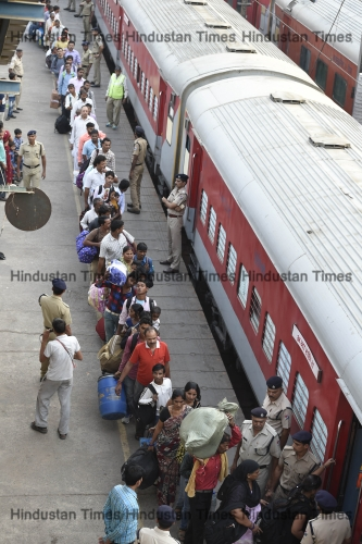Heavy Rush Of Passengers At Railway Stations Due To Chhath Festival