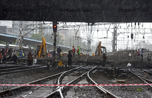 Mumbai Rains: Five Injured As Part of Bridge Near Andheri Collapses Due to Heavy Rainfall