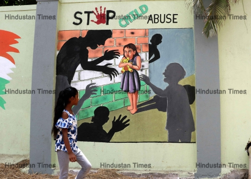 Art Teacher Paints Social Messages On The Schools Wall In Mumbai