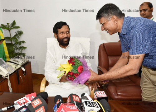 LJP Leader Ram Vilas Paswan Takes Charge As Minister Of Consumer Affairs, Food And Public Distribution