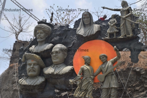 Sculptures Of Social Reformers Placed In Thane