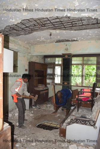 After HC Order, Thane Municipal Corporation Starts Razing Dilapidated Building