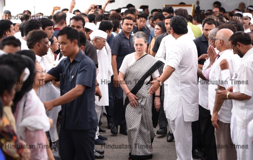 Mortal Remains Of Former Delhi Chief Minister Sheila Dikshit Cremated With Full State Honours