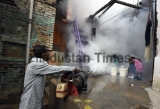 MCD Workers Fumigates Areas To Control Dengu And Chikungunya Epidmic