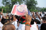 Supporters Of Uttar Pradesh Chief Minister Akhilesh Yadav Protest Against Amar Singh In Lucknow