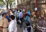 People Stand Outside RBI Office To Deposit/Exchange Old Currency Notes