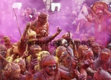 Lathmar Holi Celebration At Nandgaon