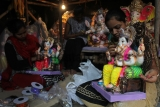 Girls Decorating Ganesh Idols In A Workshop For Upcoming Ganesh Chaturthi Festival