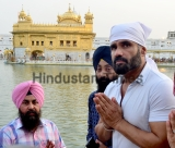 Bollywood Actor Suniel Shetty Pays Obeisance At Golden Temple