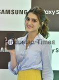 Bollywood Actress Kriti Senon During Costumer Launch Of Samsung Galaxy S9/S9+