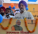 Union Minister Hardeep Singh Puri Distribute Gas Connections Under PMUY