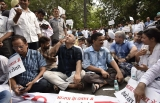 CCTV Camera Row: Delhi Chief Minister Arvind Kejriwal Sits On Dharna Outside LG Office