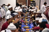 Indian Muslims Break Fast, Pray On First Day Of Ramadan